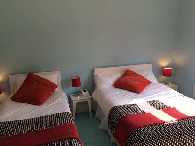 ROOM 3. ENSUITE B&B CASPIAN HOTEL