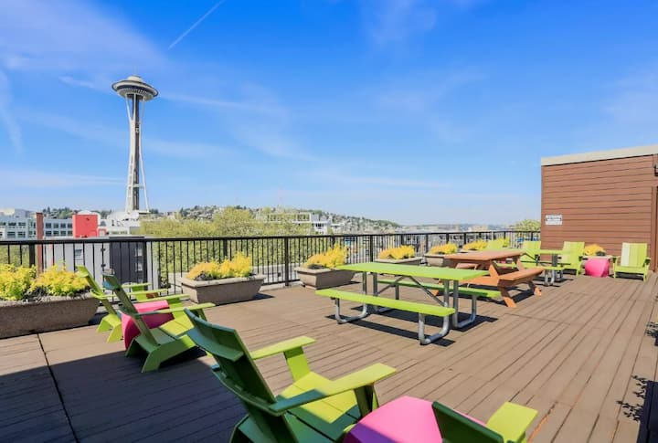 Great Belltown Top Floor Loft near Space Needle!