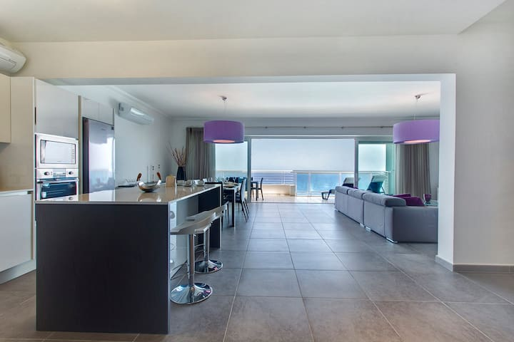 Amazing seaviews from the open-plan Living/Kitchen/Dining area