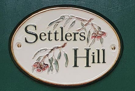 Settlers Hill - A Yarra Valley country cottage