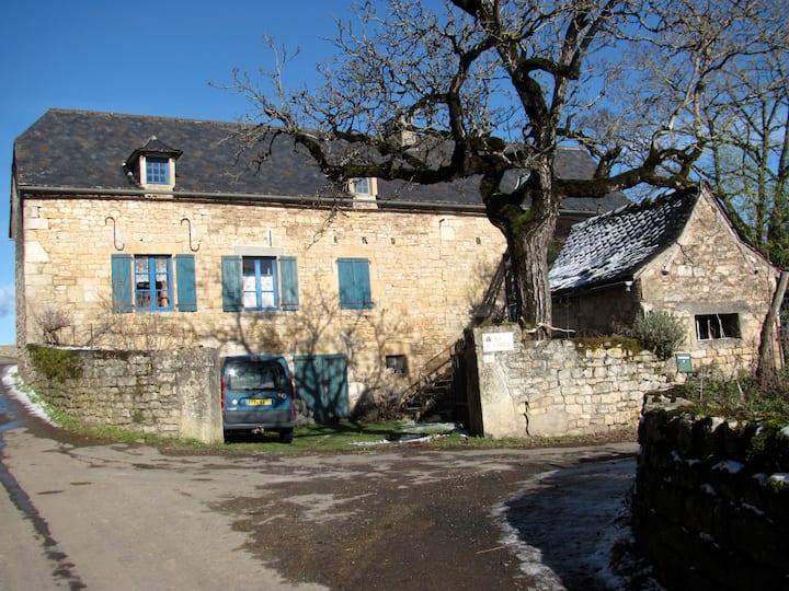 maison dans hameau sur le causse