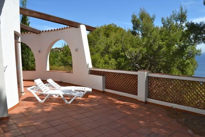 Large house in the area Aiguafreda, just 1.5 km. beach and about 4 km.  the center of Begu - Begur - Casa