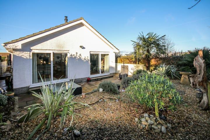 Modern, spacious property: Salcombe; sleeps 5