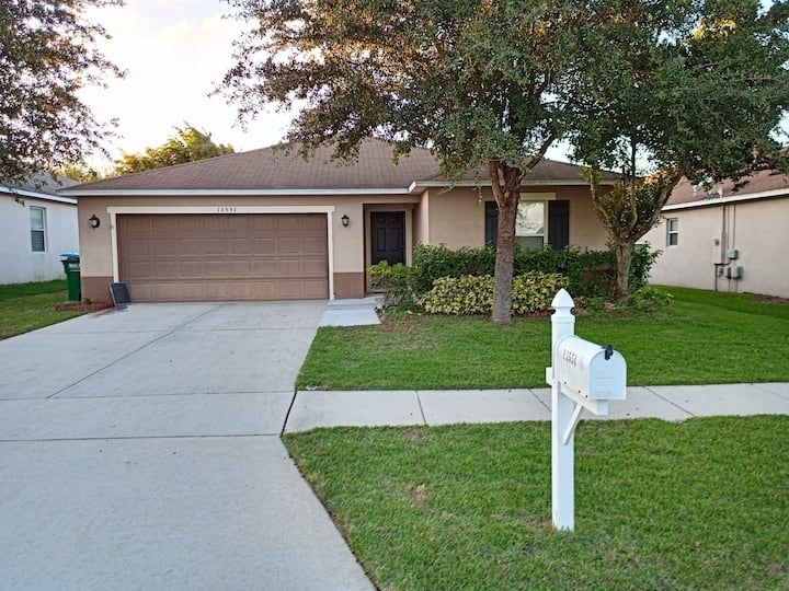 Beautiful and Quaint Home Close to Attractions