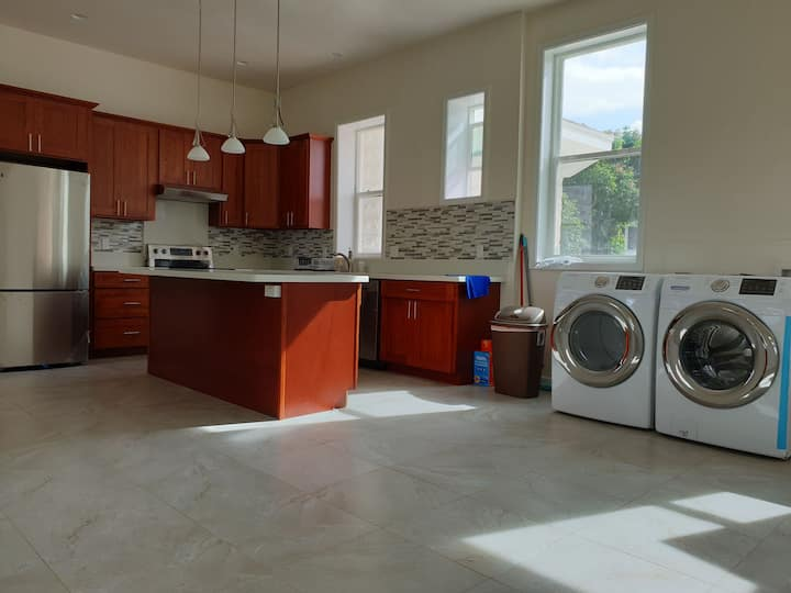 Downtown private 1bedr 1 bathr new ,share kitchen