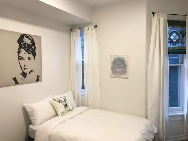 Accessible & Modern Downtown Studio