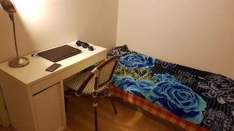 Basic budget room in flatshare in student area