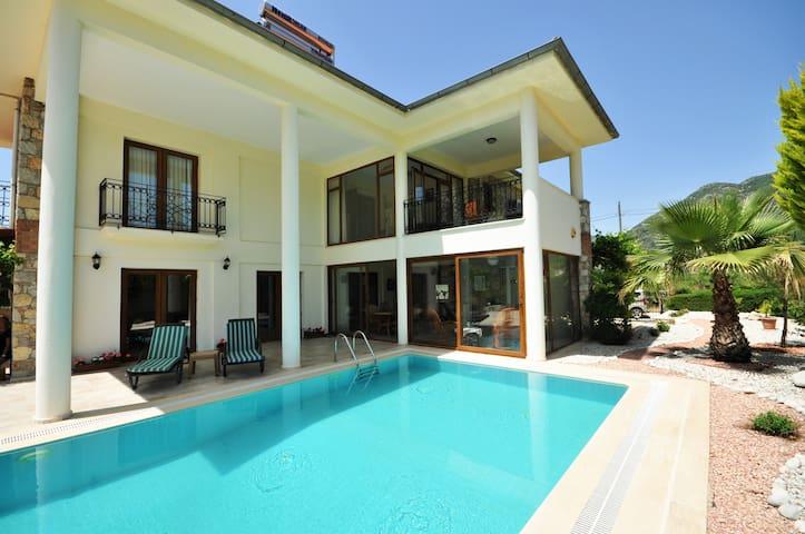Muhafazakar Özel Havuzlu 3 Odalı Taş Villa - Fethiye - Villa