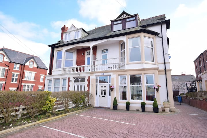 The Chymes Select Holiday Apartments - Lytham Saint Annes - Apartamento