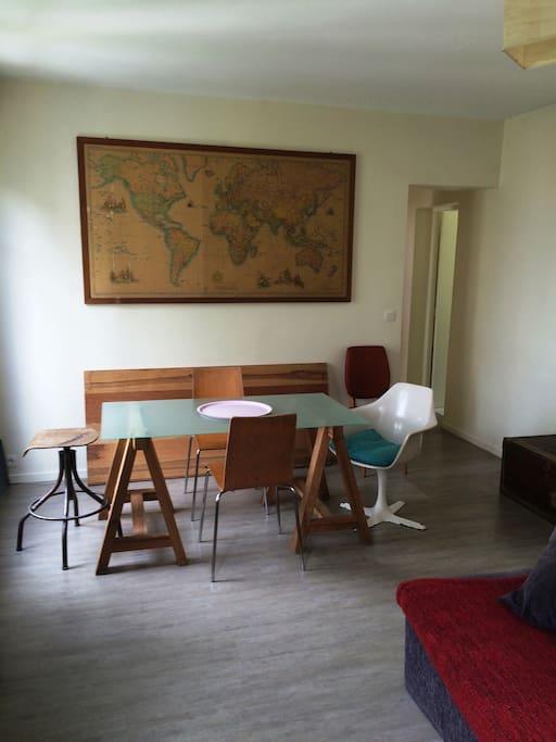 Coin salle à manger pièce principale / Dining corner main room
