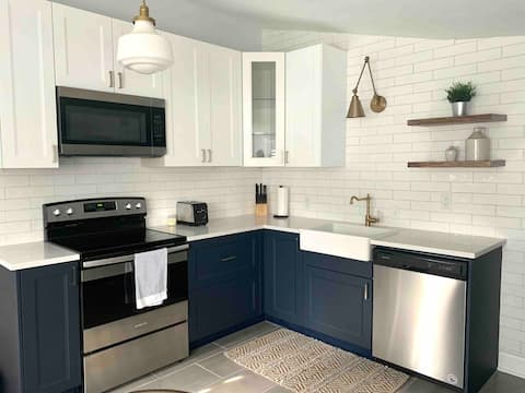 Newly Renovated 2BR Cottage in Brewers Hill