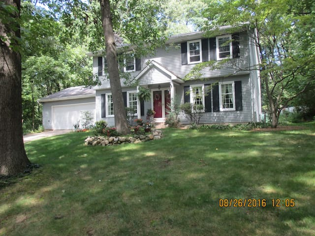 Quiet home in wooded area. - South Bend - Bed & Breakfast