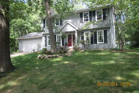 Quiet home in wooded area minutes from Notre Dame