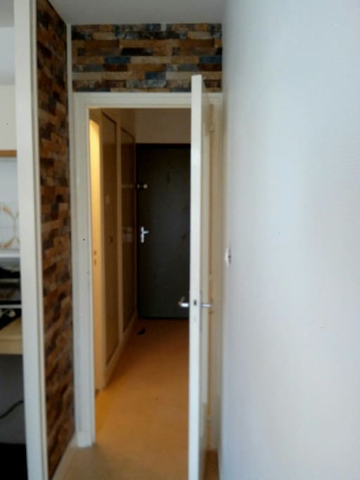 Couloir de l'entrée de l'appartement