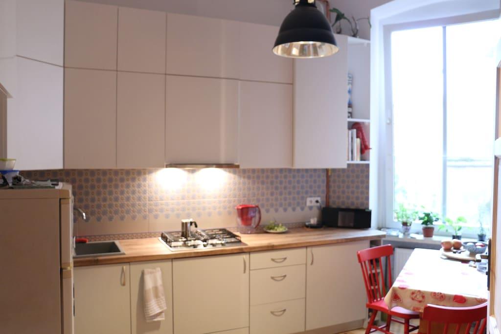 Spacious, bright kitchen with all facilities / Wygodna jasna kuchnia z całym wyposażeniem