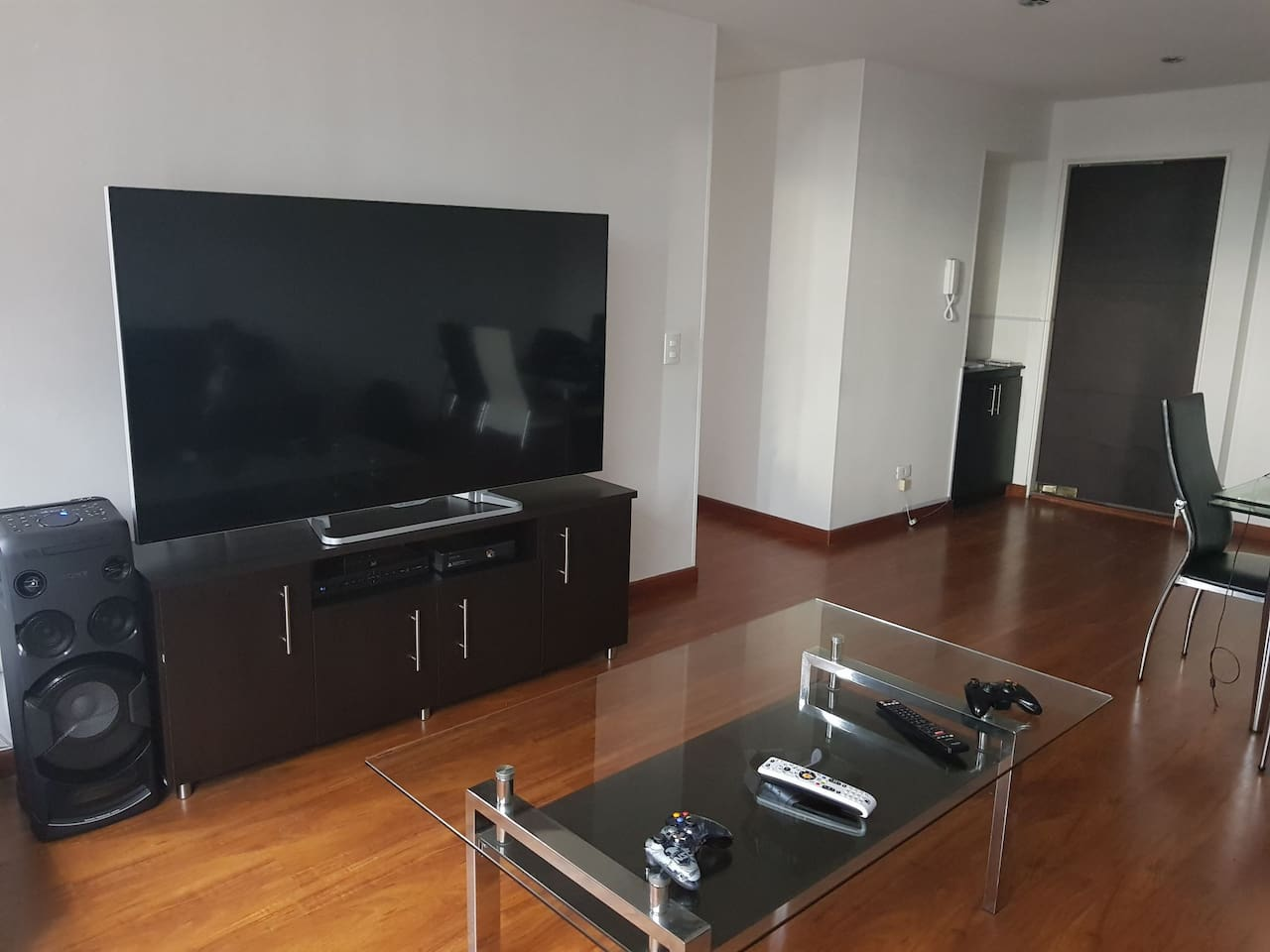 clean apartment in exclusive sector. you can enjoy internet tv music and even x box so you can feel like home.