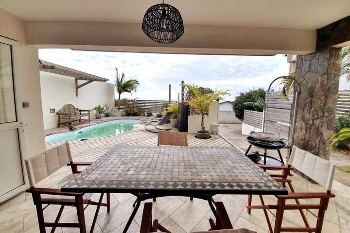 """Villa """"Leu 36"""" piscine et vue mer à St Leu"""