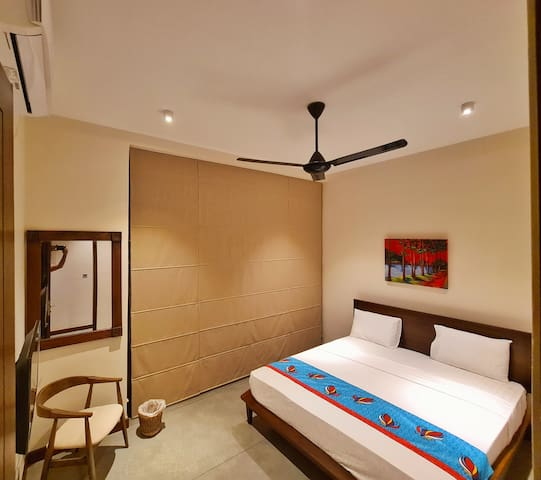 King bedroom (4)  with private chilling area