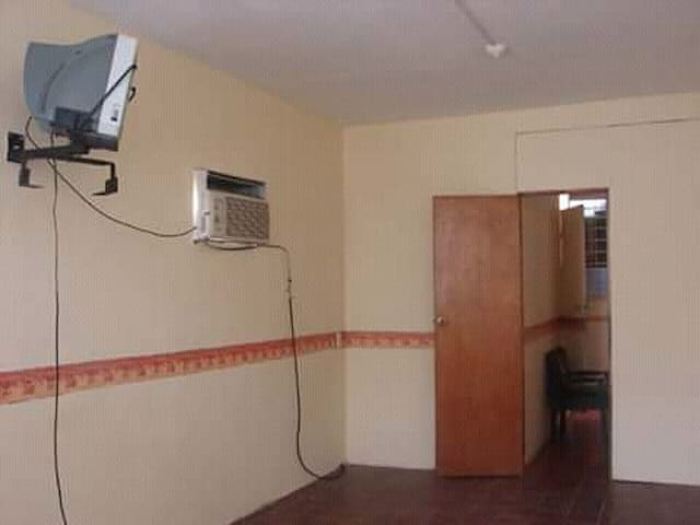 habitacion confortable con clima en el centro