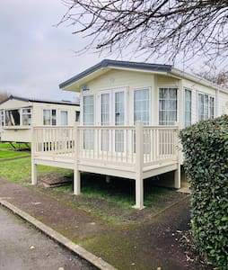 2 Bed Caravan in Burnham on Sea (Haven Site)
