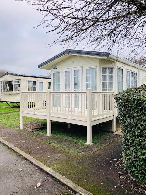2 Bed Caravan in Burnham on Sea (Haven Site)