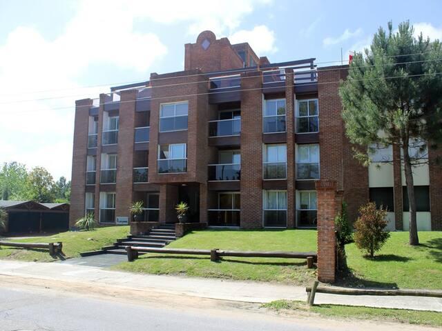 Edificio Tronador - Maldonado - Apto. en complejo residencial