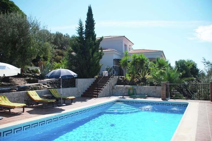 Villa in a quiet location with a fantastic view and private pool near Arenas