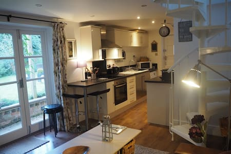 Beautiful Self Contained 1 Bedroom Annex - Cirencester