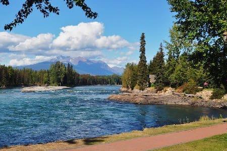 The River House, Fishing and Ski retreat