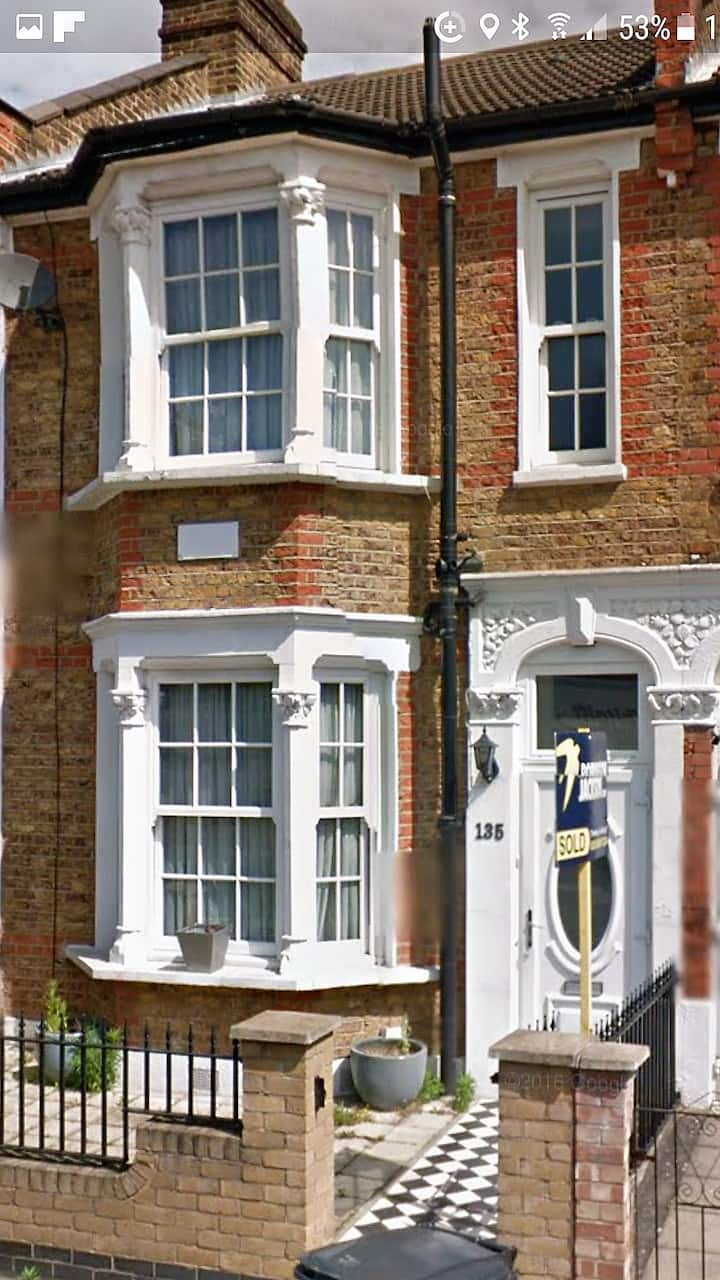 Fabulous refurbished 4 bed house 15 mins from city