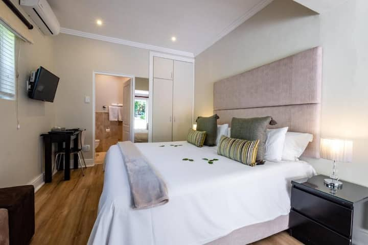 3 On Camps Bay Boutique Hotel - Std Double Room