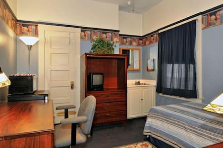 Single room with lock & key gaslamp - San Diego