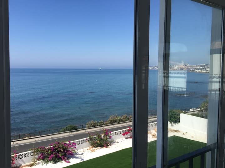 Sea View Guest Apartment, Steps from the Beach!