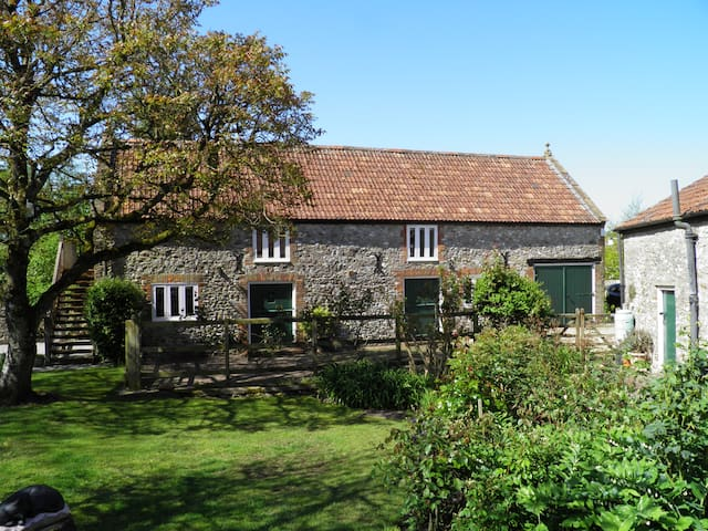Dog Friendly Grade II Listed Coach House