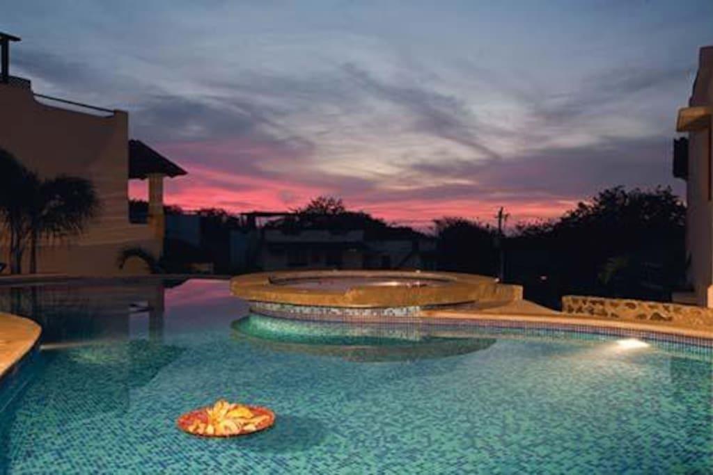 El complejo posee más de 40 piscinas.