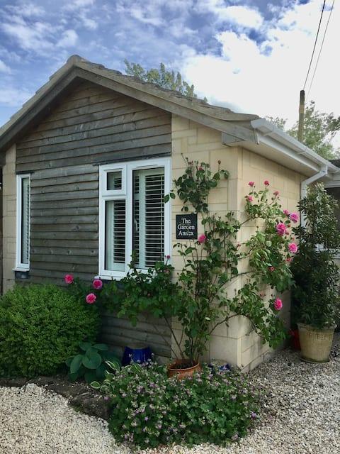 Self-Contained Garden Annex in rural Gastard