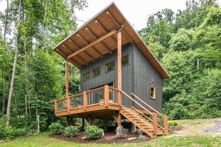 Cabin at Bliss Farm & Retreat Near AVL