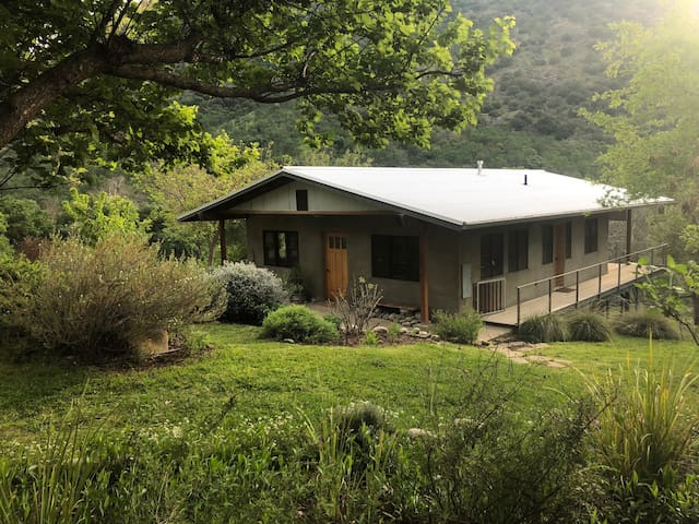 Kaweah Cottage - Magical Sanctuary on the River
