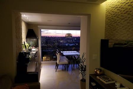 Apartamento moderno com vista para a represa