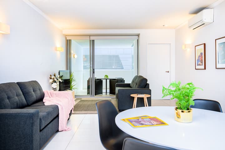 Stylish South Bank Apartment. Free Parking & WiFi