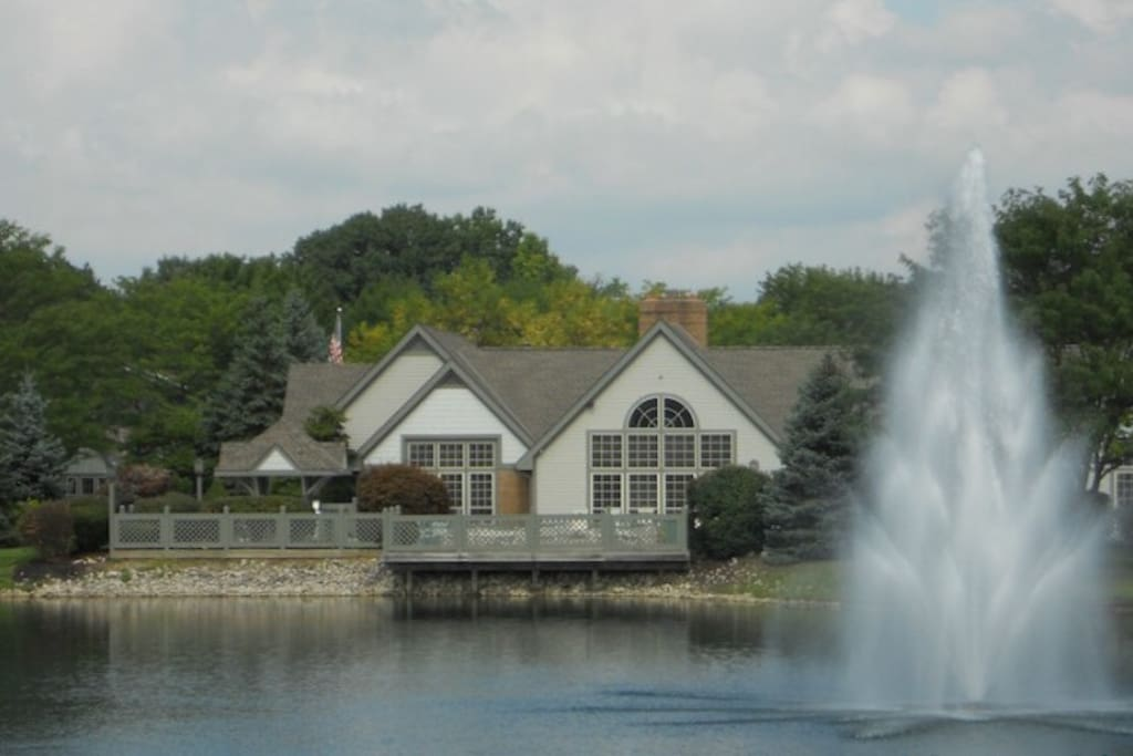 Views of the clubhouse w/ fountain