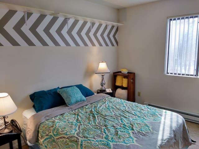 Comfortable One Bedroom, pet friendly.