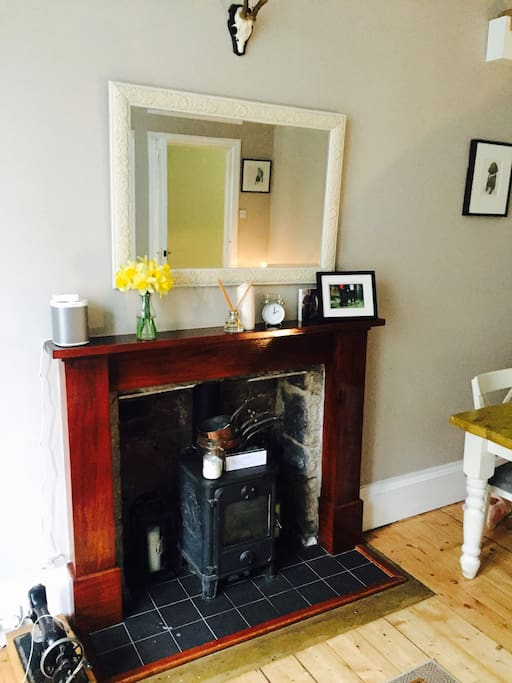 LIVINGROOM - traditional fireplace