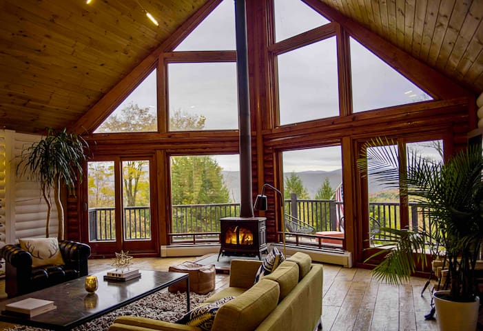 A modern & chic log home with spectacular views.