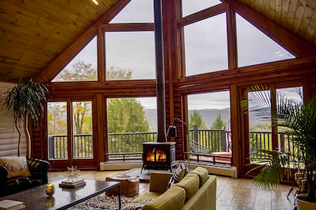 Modern & Chic Log Home-Spectacular Mountain Views!
