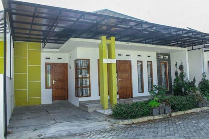 Cozy Homestay A12b Jogja Indonesia - sleman - House