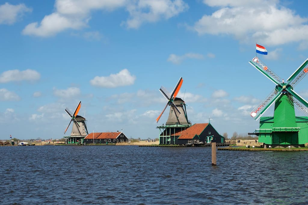 The windmills nearby are a world famous tourist attraction. You will love it. I hope you will have the time of your life at my place. Let me give you a small tour....