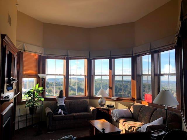 Allegheny Springs 2 bedroom Penthouse Snowshoe, WV