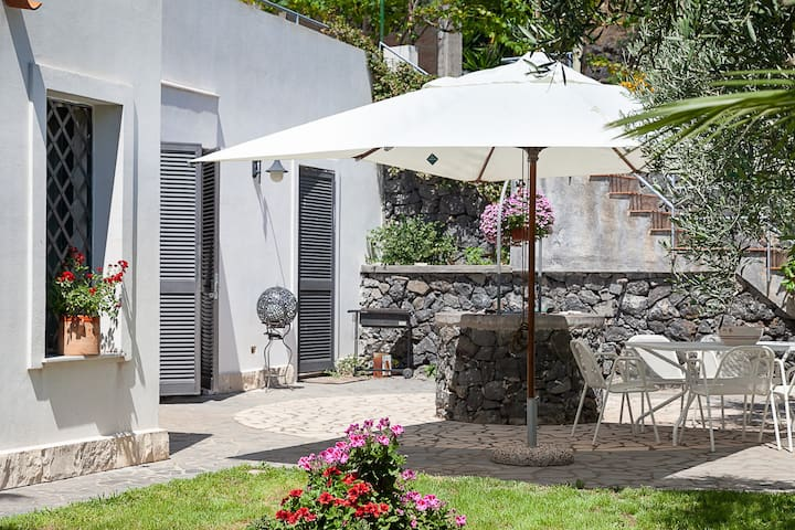 Villa confort privacy a step away from the sea
