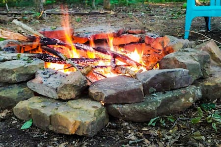 King bed. Fast WIFI.Smart TV. Fire pit.Secluded